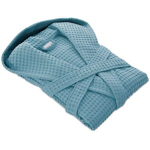 niebieski szlafrok złożony w kostkę