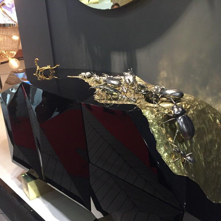 luksusowa, nietuzinkowa czarno-złota komoda z detalem żuków i skorpiona.Boca do lobo