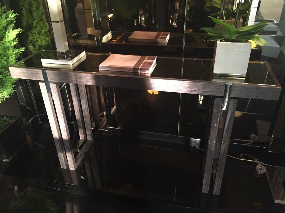 luksusowy stolik pomocniczy Frato.