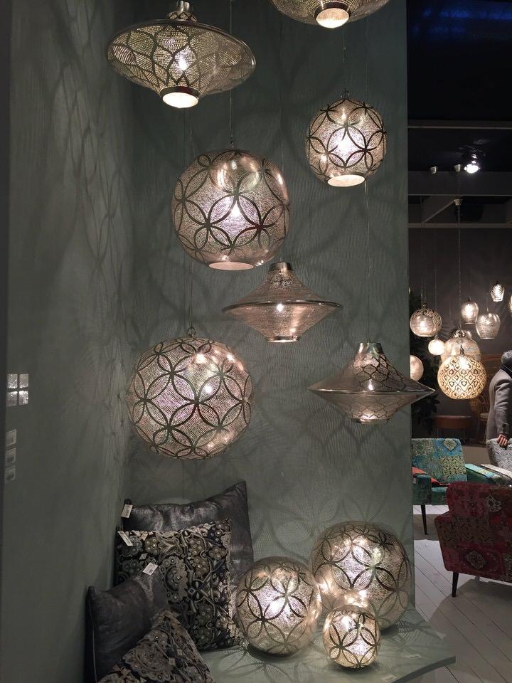 aranżacja ręcznie wykonanych lamp i poduszek ZezaHome