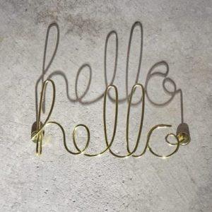 metalowy napis na sciane hello umbra