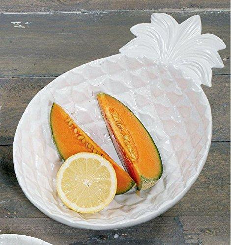 owoce na ceramicznym talerzyku w kształcie ananasa