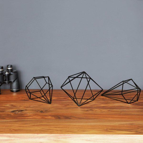 czarne metalowe dekoracje